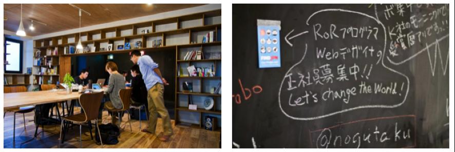 壁面に設置された本棚(左)と黒板(右)